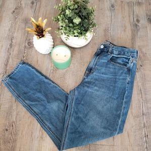AEO |  High Waisted Mom Jeans Regular